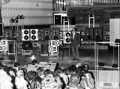 Pierre Schaeffer présentant l'acousmonium